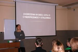 Zagrożenia w sieci, czyli o cyberprzemocy i stalkingu