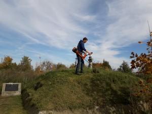 Prace porządkowe na chroberskim cmentarzu